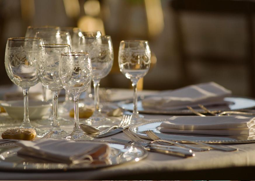 Apparecchiatura classica con tovagliati ristorante